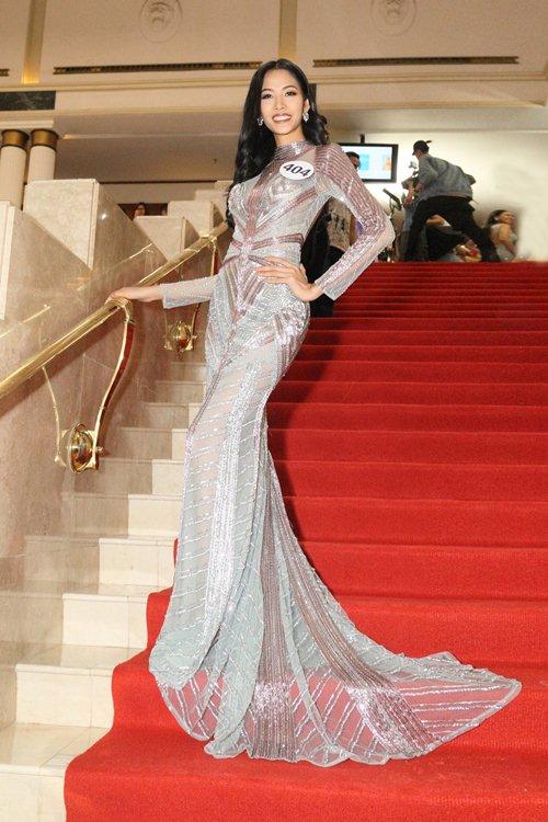 Váy nữ thần quá lộng lẫy của Phạm Hương đẹp nhất tuần qua - 3