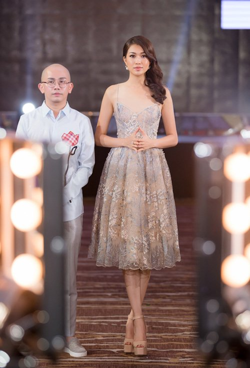 Váy nữ thần quá lộng lẫy của Phạm Hương đẹp nhất tuần qua - 7