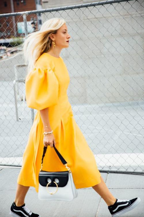 9 cách diện váy dài đẹp ngất ngây cho mùa thu - 3