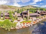 Tài chính - Bất động sản - Biệt thự nhà vườn 680 tỷ ven sông đẹp như tranh vẽ