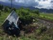 Tàu SE8 tông văng xe tải, 3 người thương vong