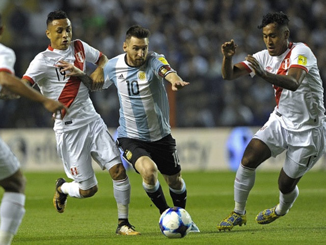 """Argentina nguy cơ bị loại: Messi ảo diệu không gánh nổi đồng đội """"chân gỗ"""""""