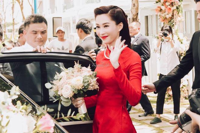 """Hoa hậu Thu Thảo được đoàn xế sang """"rước về dinh"""" - 1"""