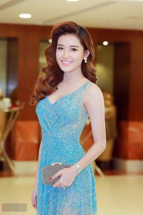 Huyền My quá sexy khi mặc lại đồ siêu ngắn của Phạm Hương - 3