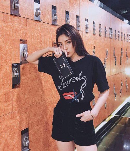Huyền My quá sexy khi mặc lại đồ siêu ngắn của Phạm Hương - 6