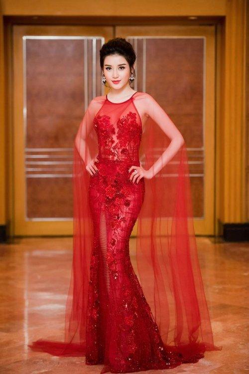 Huyền My quá sexy khi mặc lại đồ siêu ngắn của Phạm Hương - 7