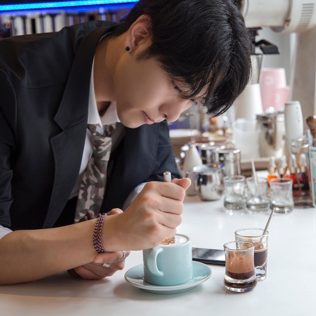 """Tròn mắt trước những tuyệt tác trên ly cà phê của """"soái ca"""" Hàn Quốc - 6"""