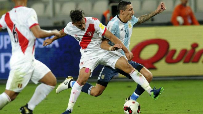Argentina lâm nguy: Sampaoli kêu bất công, Messi than trời - 1