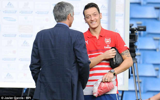 """MU – Mourinho có Ozil miễn phí: Lukaku và Ibra """"sướng"""" như Ronaldo - 1"""