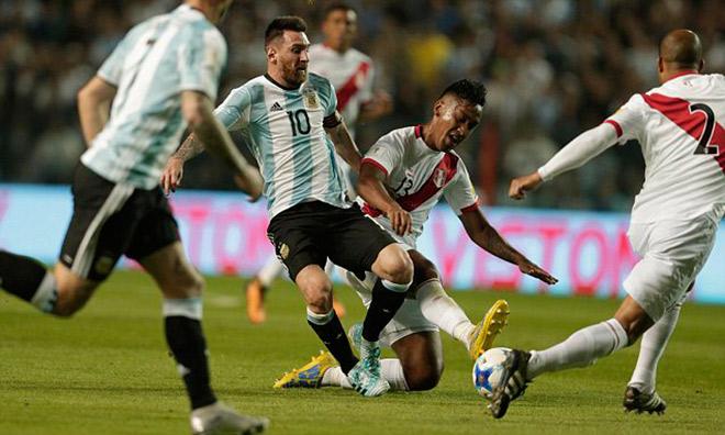 """Argentina nguy cơ bị loại: Messi ảo diệu không gánh nổi đồng đội """"chân gỗ"""" - 1"""