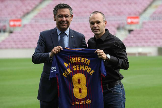 """Barca """"trói chân trọn đời"""": Messi phải đi sau đàn anh - 1"""
