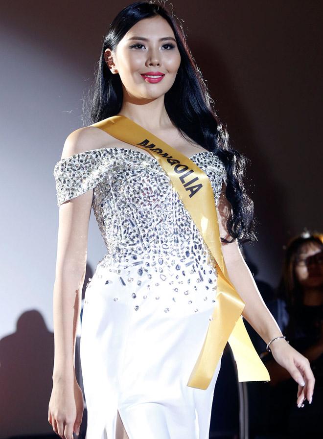 Bất ngờ trước nhan sắc như đàn ông của thí sinh Miss Grand International 2017 - 15