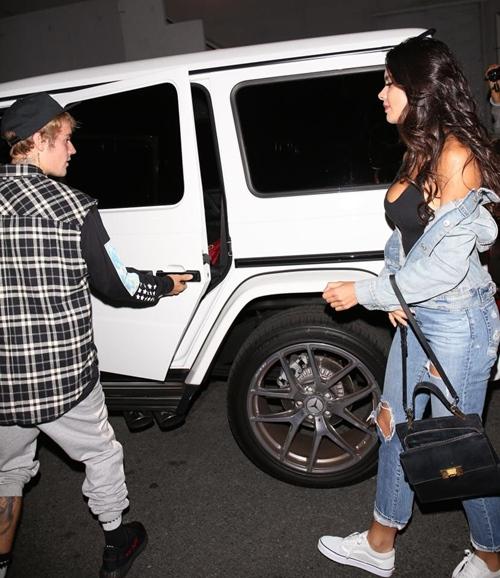 """Justin Bieber có bạn gái mới sexy """"ăn đứt"""" các cô bồ cũ! - 1"""