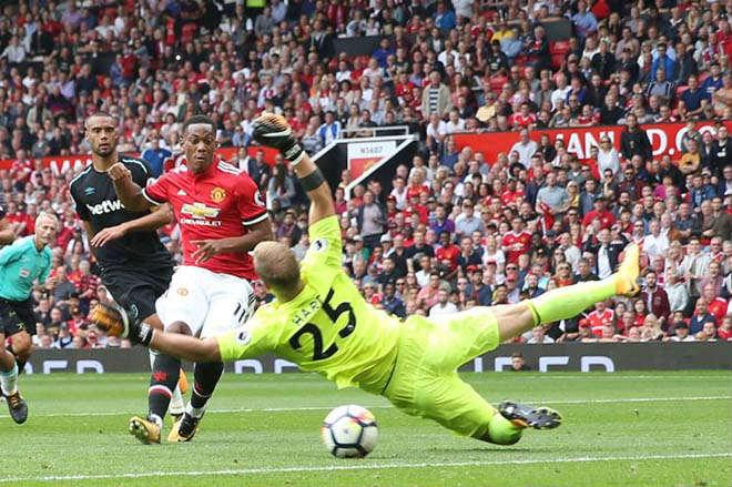 Arsenal gạ gẫm MU: Đổi Sanchez lấy Martial, triệu fan chia rẽ - 2