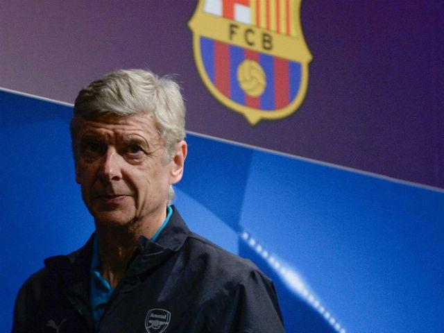 """Barca đá Ngoại hạng Anh: Wenger """"đuổi khéo"""", lo Arsenal mất suất C1?"""