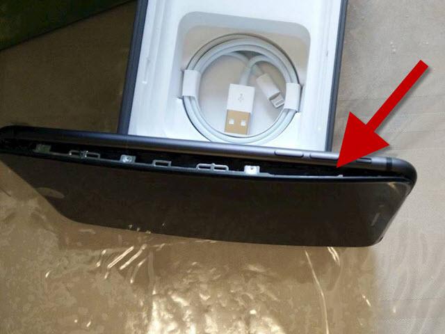 NÓNG: iPhone 8 Plus gặp sự cố phồng pin bật cả màn hình