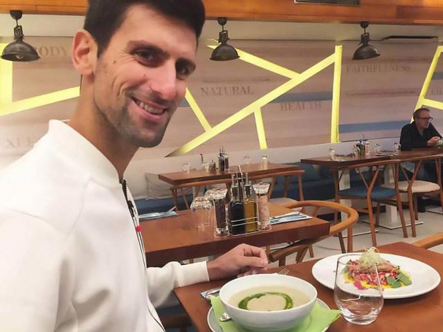 """Mặc kệ Nadal """"trên đỉnh"""", Djokovic giải sầu bằng việc mở nhà hàng từ thiện"""