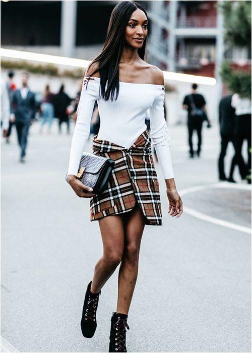 8 cách mặc chuẩn với chiếc váy yêu kiều nhất mùa thu - 1