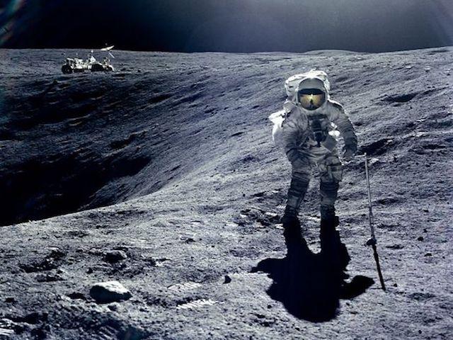 Tổng thống Donald Trump: NASA phải đưa con người quay lại Mặt Trăng