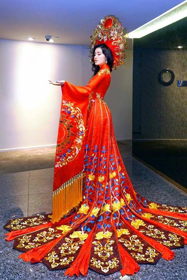 Lộ trang phục dân tộc của Huyền My ở Hoa hậu Hòa bình 2017 - 1
