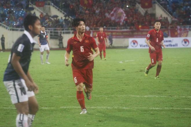 Công Phượng & Mạc Hồng Quân đua tài, thi nhau phá lưới Campuchia - 1