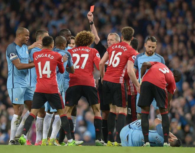 """Đại chiến Liverpool - MU: """"Hung thần"""" cầm còi, triệu fan vừa mừng vừa lo - 1"""