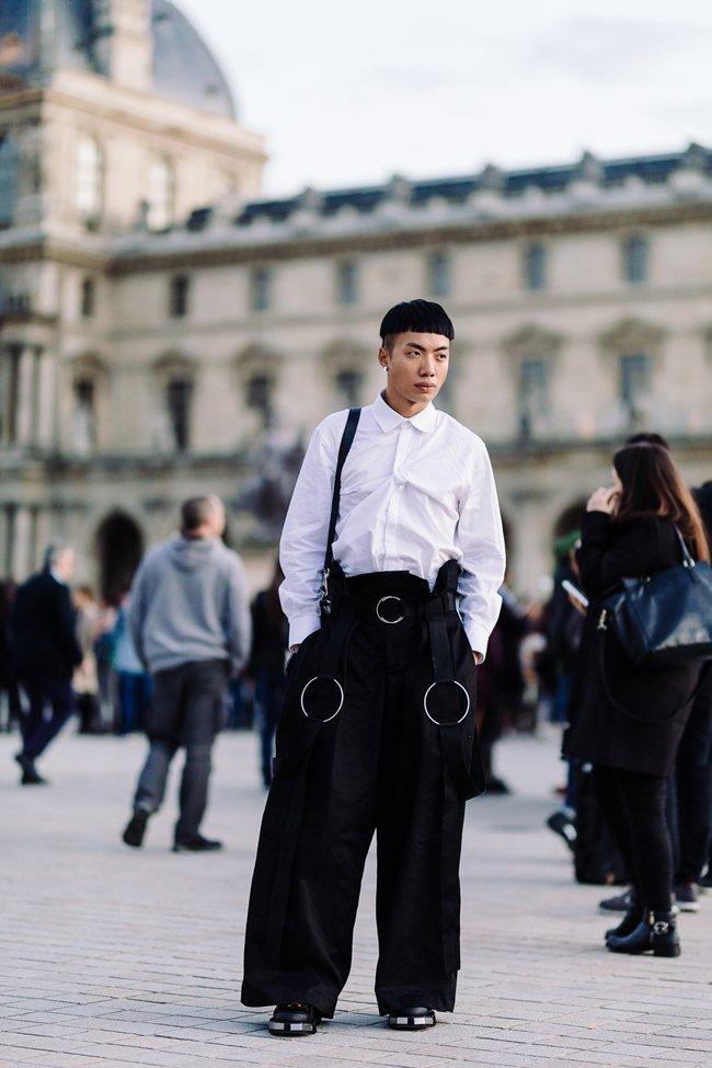 Người bỏ nửa tỷ không có vé Chanel show, sao chàng trai Việt này lại được mời? - 1