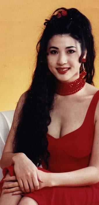 Khó nhận ra Hoa Hậu Châu Á đóng phim 18+ xuất hiện tại TP.HCM - 2