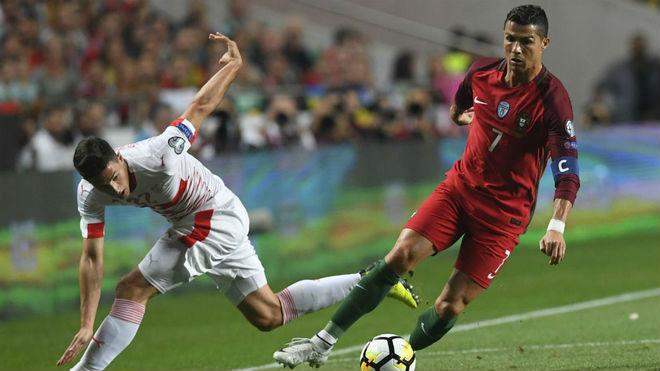 Argentina dự World Cup: Triệu fan khen Messi vĩ đại nhất lịch sử, chê Ronaldo vô dụng - 8
