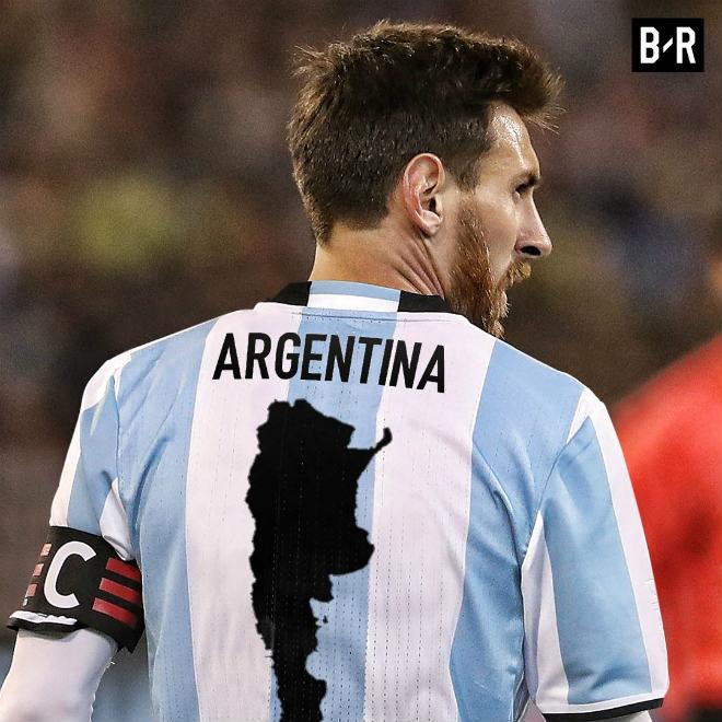 Argentina dự World Cup: Triệu fan khen Messi vĩ đại nhất lịch sử, chê Ronaldo vô dụng - 2