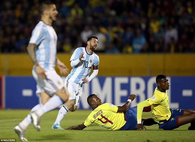 Messi cứu Argentina: World Cup còn vương nợ, Ronaldo lo mất Bóng vàng - 2