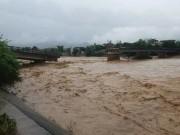 Tin tức trong ngày - Sập cầu Thia ở Yên Bái, một phóng viên bị cuốn trôi khi đang tác nghiệp