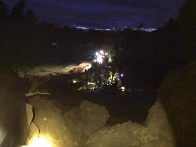 Hòa Bình: 19 người bị vùi lấp trong đêm, tìm thấy nhiều thi thể nạn nhân