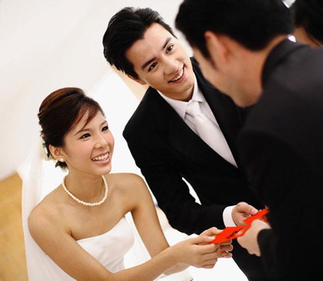 Giật mình vì những chiếc phong bì rỗng bạn mừng đám cưới - 1
