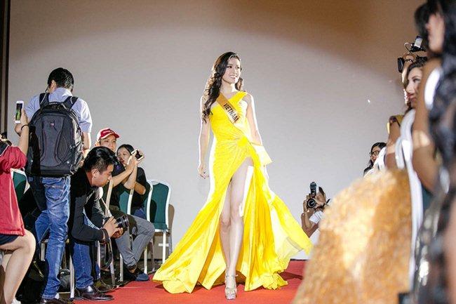 Váy xẻ khoe chân thon dài của Huyền My đẹp nhất tuần - 2