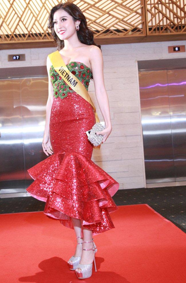 Váy xẻ khoe chân thon dài của Huyền My đẹp nhất tuần - 7