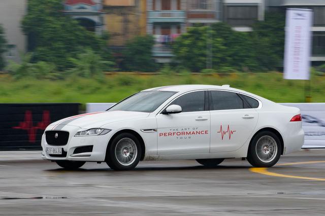 Trải nghiệm xe hiệu suất cao Jaguar tại Hà Nội - 7