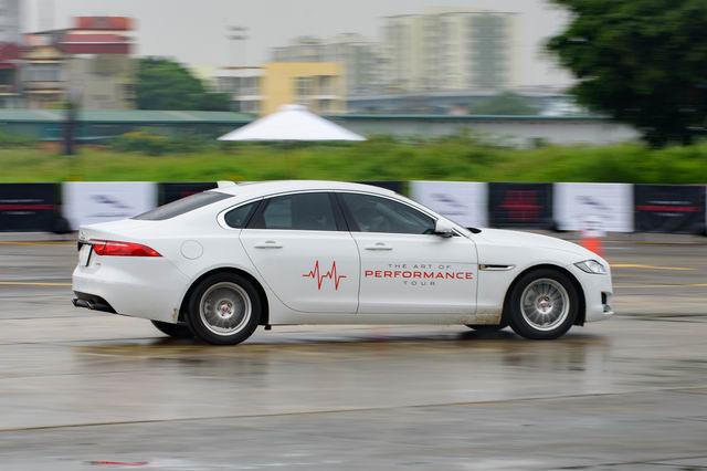 Trải nghiệm xe hiệu suất cao Jaguar tại Hà Nội - 12
