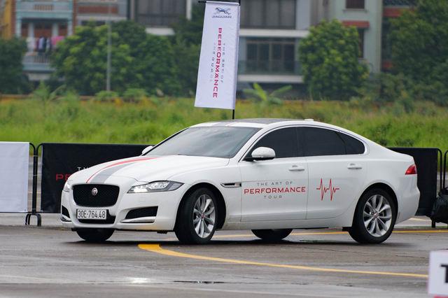 Trải nghiệm xe hiệu suất cao Jaguar tại Hà Nội - 13