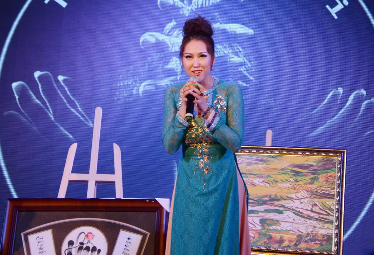 Phi Thanh Vân công khai bạn trai doanh nhân - 3