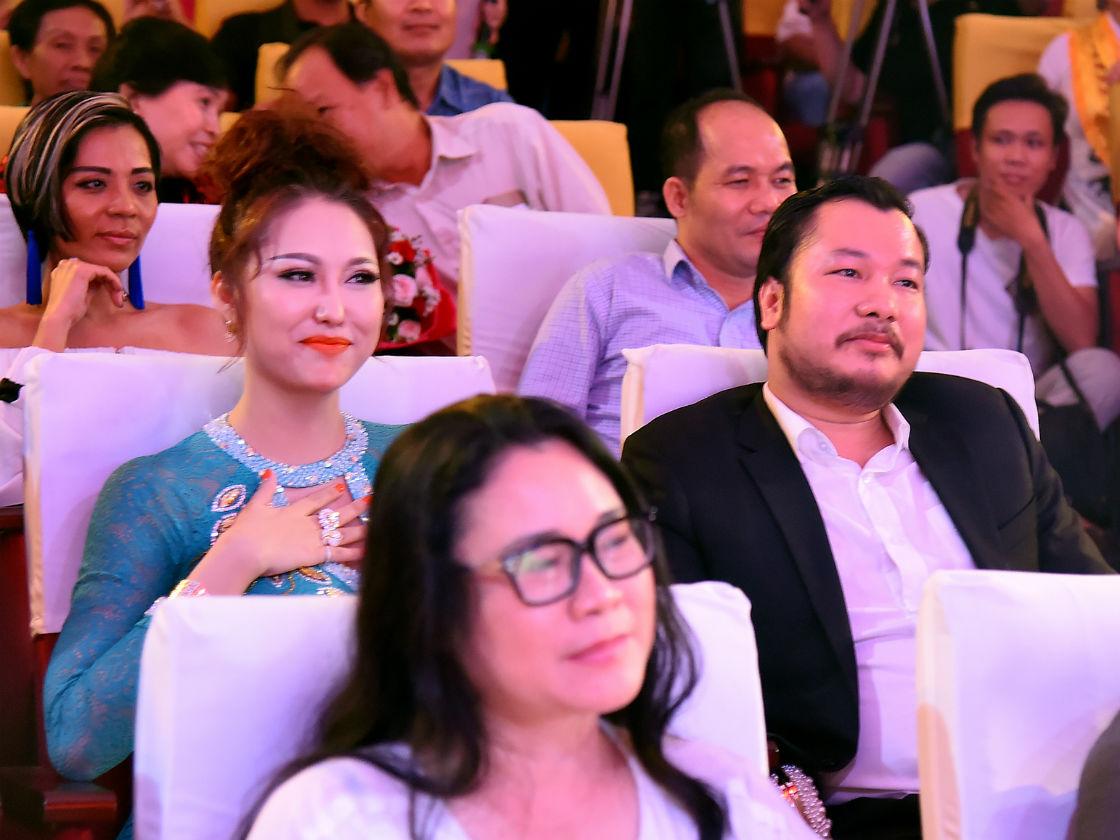 Phi Thanh Vân công khai bạn trai doanh nhân - 5