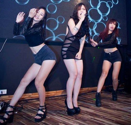 Những lần gây xôn xao vì váy siêu ngắn, mặc xấu của Hương Tràm - 3