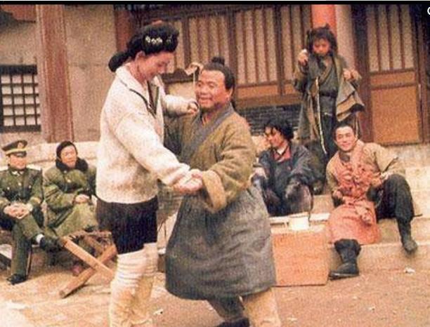 """Những hình ảnh hiếm của đoàn làm phim """"Thủy Hử 1998"""" - 9"""