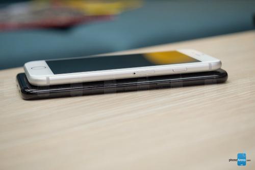 So sánh iPhone 8 với Galaxy S8: Cuộc đua không cân sức - 3