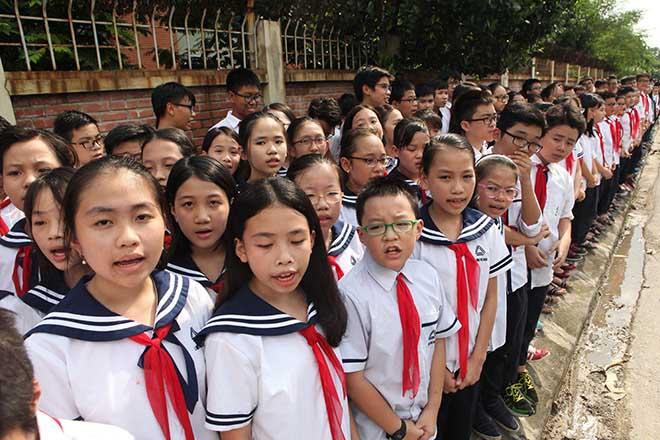 Clip hàng nghìn người bật khóc hát từ biệt PGS Văn Như Cương lần cuối - 2