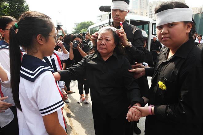 Clip hàng nghìn người bật khóc hát từ biệt PGS Văn Như Cương lần cuối - 4