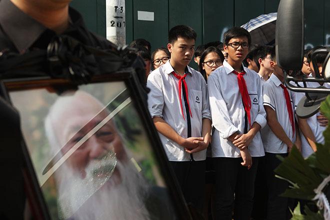 Clip hàng nghìn người bật khóc hát từ biệt PGS Văn Như Cương lần cuối - 10