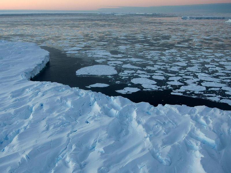 Hố sâu đáng sợ to hơn cả nước Hà Lan xuất hiện ở Nam Cực - 2