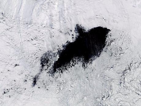 Hố sâu đáng sợ to hơn cả nước Hà Lan xuất hiện ở Nam Cực - 1