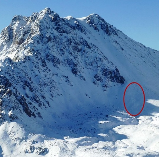 Bạn gái bị tuyết vùi chết, nhà leo núi Mỹ đau khổ tự vẫn - 1